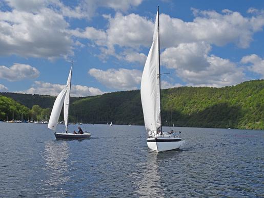 Gemeinsam segeln im Fürstental. USCler kehren mit ihren Privatbooten zurück vom »Fjord-Segeln« im oberen Edertal