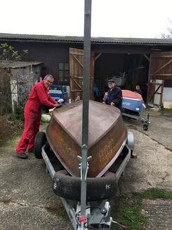 Verkehrte Welt. Zum ersten Mal gab es einen Arbeitseinsatz für die Bootsarbeiten schon im Herbst, damit die nächste Saison am Edersee früh starten kann.